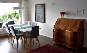 06 dinning room